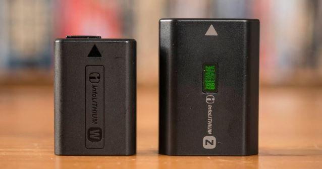 Confronto delle dimensioni delle batterie di Sony A6100/A6400 e Sony A6600